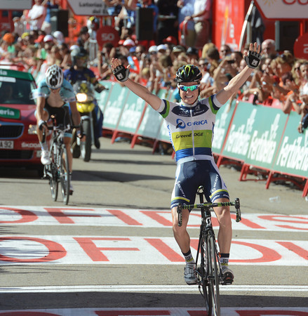 Simon Clarke wins stage four to Valdezcaray after out-sprinting Martin..!