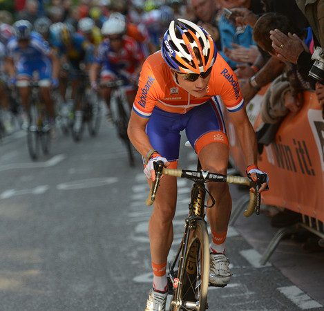 Marianne Vos attacks on the Cauberg with three laps to go, surprising all her rivals...
