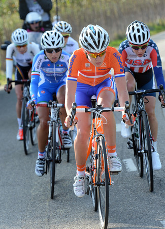 Anna van der Breggen has made a decisive escape work - five riders are about 35-seconds in front...