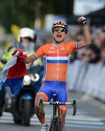 Marianne Vos wins the World Championships to add to her Olympic Games Gold a few months earlier..!