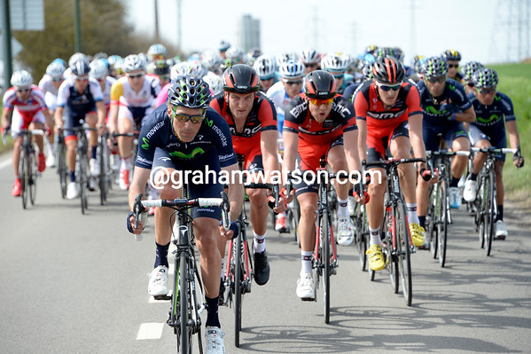 Movistar takes its responsibility at the head of the peloton with Pablo Lastras leading...