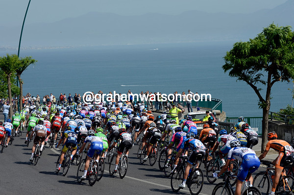 The peloton descends towards Naples with Mont Vesuvio on the horizon...