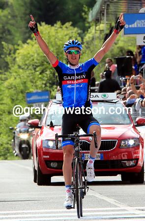 Ramunas Navardauskas wins stage eleven at Vajont!
