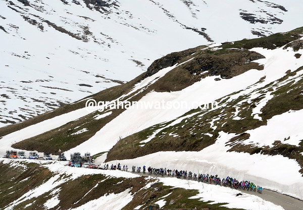 The peloton crosses the Col du Mont Cenis with a bit less snow around than two days ago...