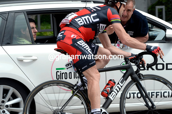 Cadel Evans is seeking some help from the reace-doctor....