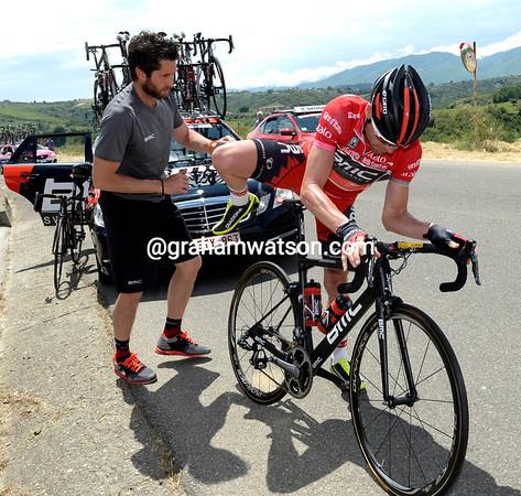 Cadel Evans needs to change bikes, but the peloton has slowed down a bit...