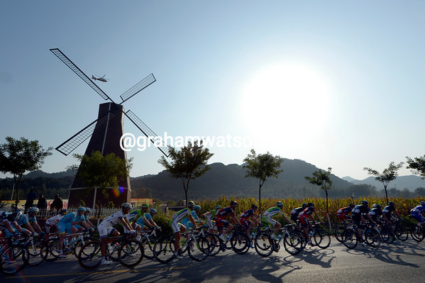 The peloton races through Beijing's wine-country without stopping for s drop at all..!