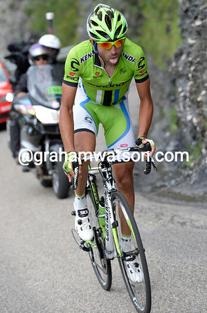 Moser heads towards Alpe d'Huez, alone with a lead of two minutes over Riblon and Van Garderen...