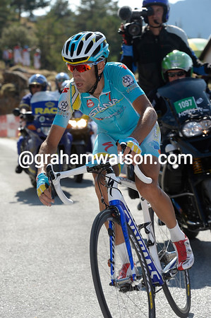 Nibali's trying hard, but Horner will win the stage by 48-seconds and blow the race-apart after ten days...