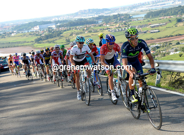 Movistar join the action, raising the pace to try and dislodge Nibali with four-kilometres to go...