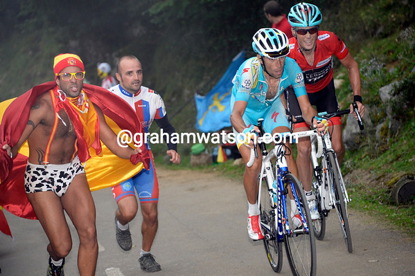 Nibali and Horner dance to the tune of some local fans...