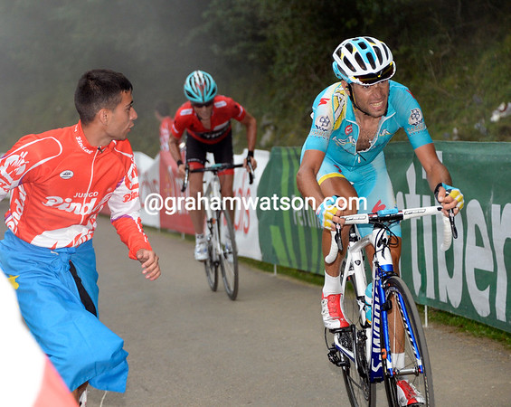 Nibali goes again, making another gap for Horner to close down...