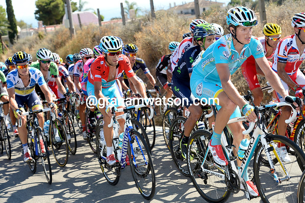 Jacob Fuglsang leads Nibali with Nicholas Roche just behind - Nibali still looks tired...