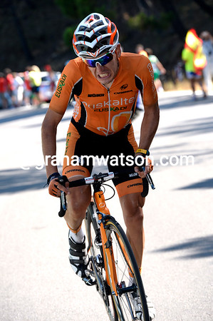 Igor Anton now attacks - he builds a 20-seconds lead and might win the stage..!