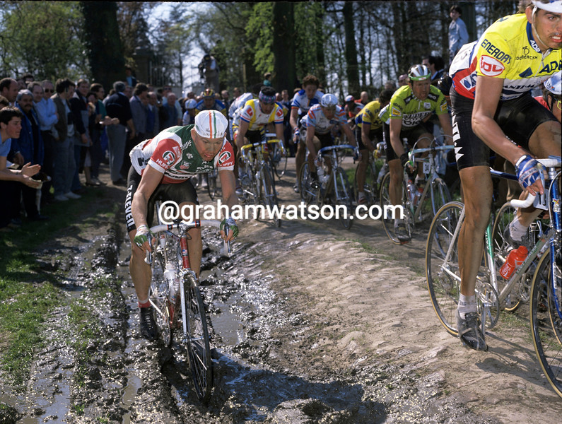 Bob Roll takes the road less-travelled in the 1989 Paris-Roubaix