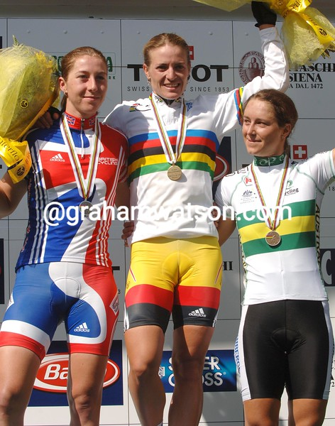 Regina Schleicher wins the 2005 womens road race title
