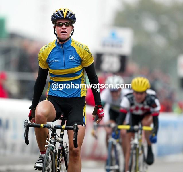 Susanne Ljungskog wins the 2002 womens road race title