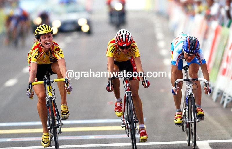 Rasa Polikeviciute wins the womens road race title in 2001