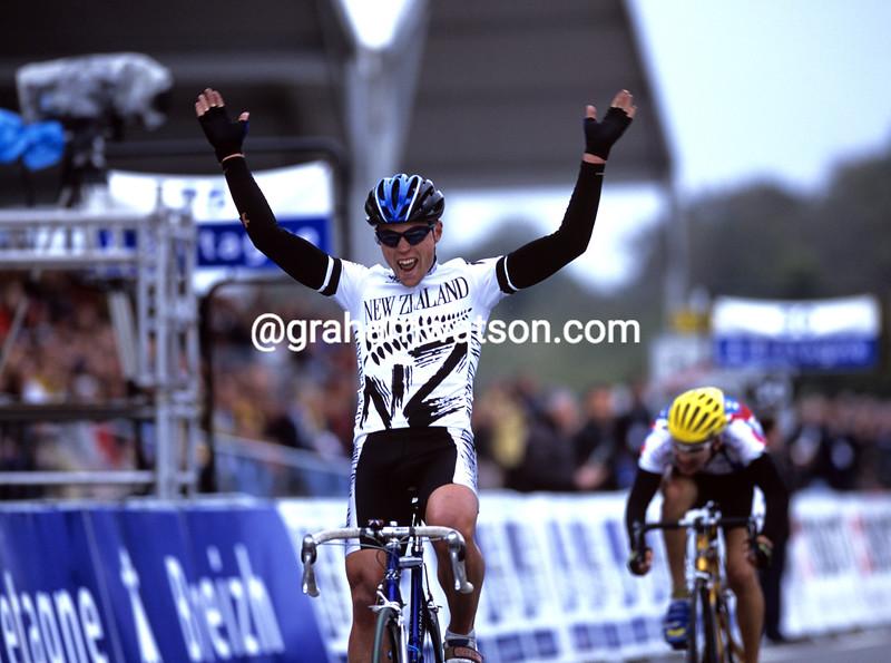 Jeremy Yates wins the 1998 World Junior title