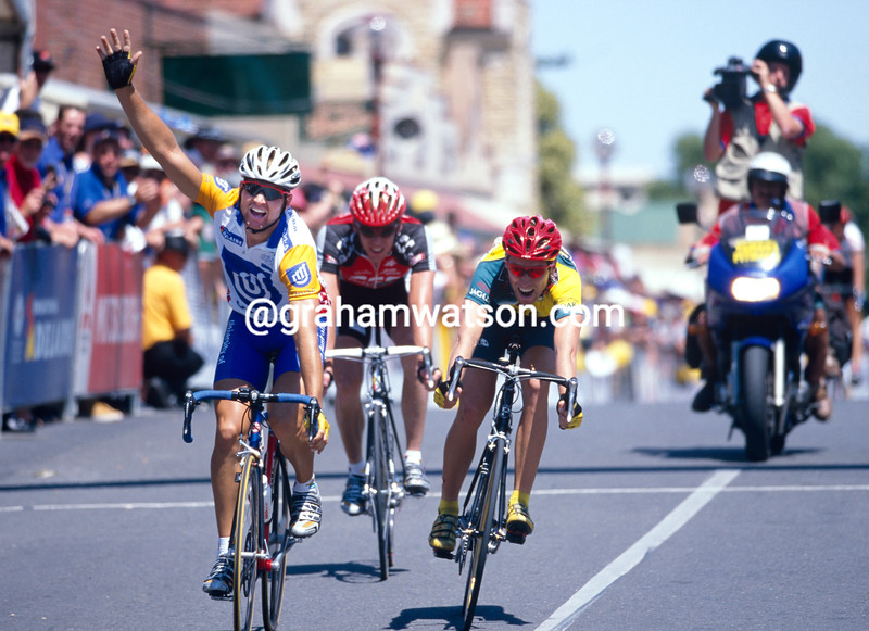 Luke Roberts wins a stage at the Tour Down Under in 2000