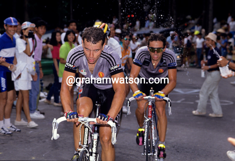 Uwe Raab leads Olaf Ludwig in the 1990 World Championships
