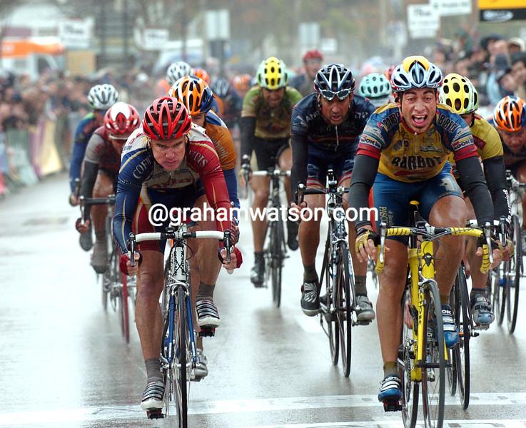 Martin Garrido wins a stage of the 2004 Vuelta Communidad Valenciana