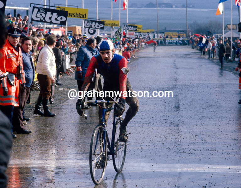 Stuart Marshall wins the 1986 World Cyclo-cross championship for juniors