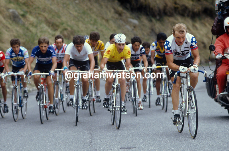 Raymund Dietzen leads Robert Millar in the 1985 Tour of Spain