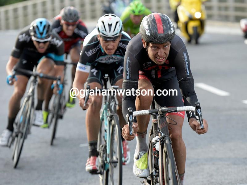 Adam Blythe escapes in the 2014 London-Surrey Classic