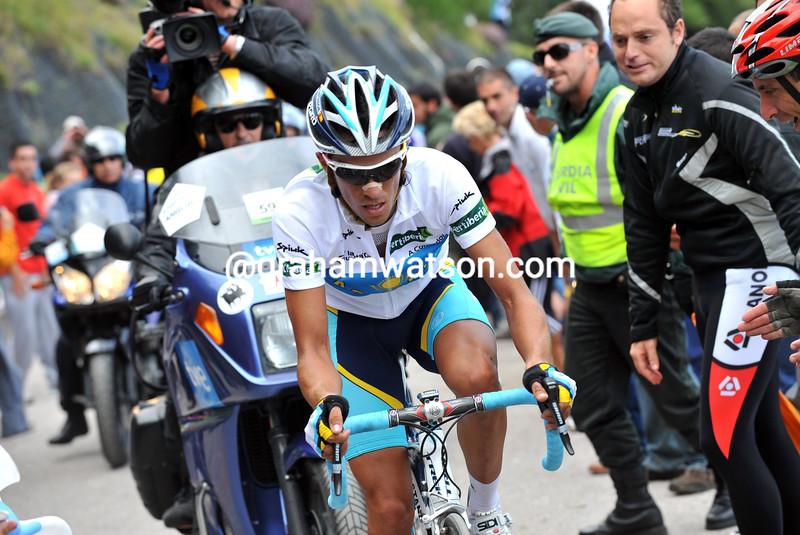 ALBERTO CONTADOR CLIMBS THE ANGLIRU ON STAGE THIRTEEN OF THE 2008 TOUR OF SPAIN