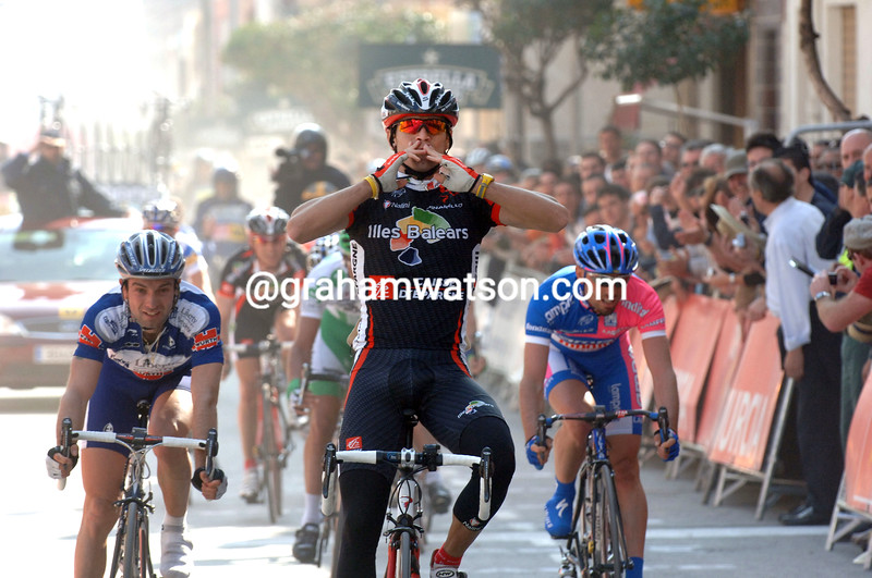 Alejandro Valverde wins a stage of the 2006 Tour of Murcia