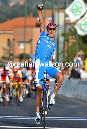 ALESSANDRO BALLAN WINS THE 2008 ELITE MENS WORLD ROAD CHAMPIONSHIPS