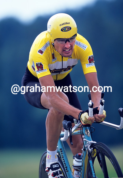 Alex Zulle on a stage of the 2000 Tour of Switzerland
