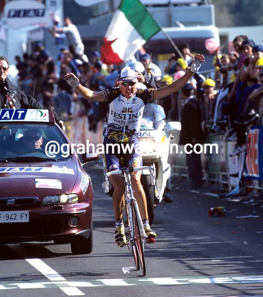 Alex Zulle on a stage of the 1998 Giro d'Italia