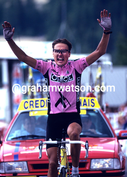 ALEX ZULLE WINS A STAGE OF THE 1995 TOUR DE FRANCE