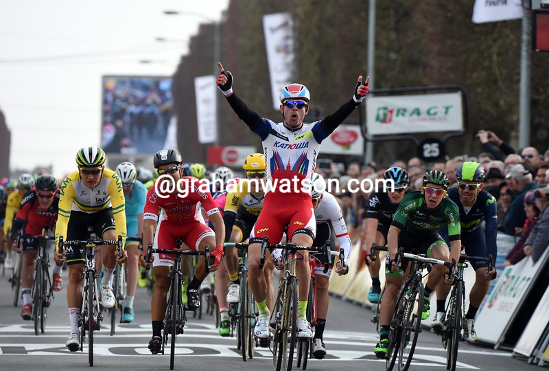Alexander Kristoff wins stage one of the 2015 Paris-Nice