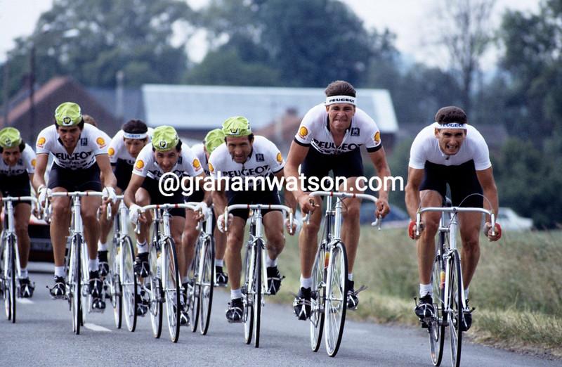 SEAN YATES AND ALLAN PEIPER IN THE 1984 TOUR DE FRANCE