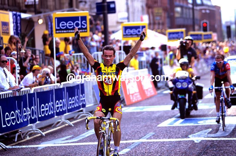 Andrea Ferrigato wins the Leeds Classic
