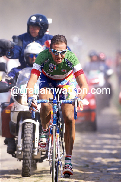 Andrea Tafi wins the 1999 Paris-Roubaix