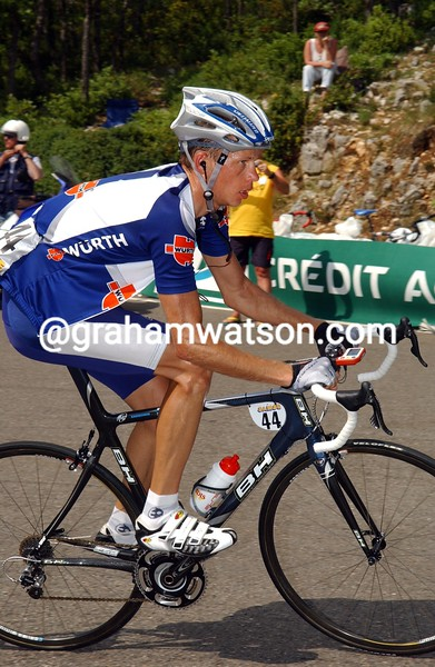 ANDREY KASHECHKIN CLIMBS MONT VENTOUX IN 2006