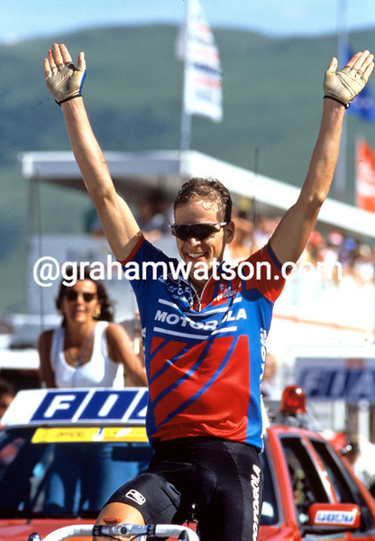Andy Hampsten wins at Alpe d'Huez in the 1992 Tour de France