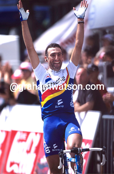 Vicente Garcia-Acosta wins a stage of the 2002 Tour de France