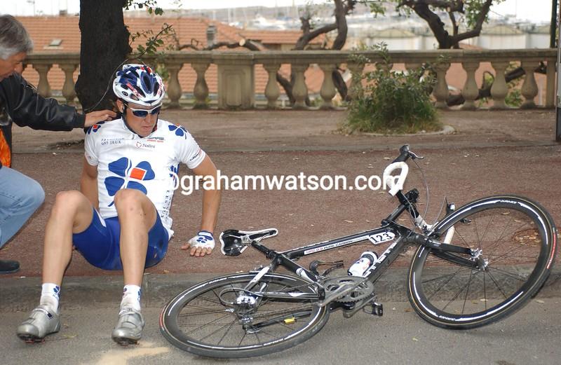 Bernhard Eisel has crashed in the 2005 Milan-San Remo