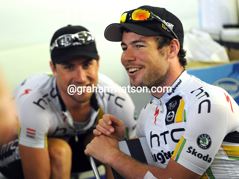BERNHARD EISEL AND MARK CAVENDISH BEFORE THE 2011 TOUR OF QATAR