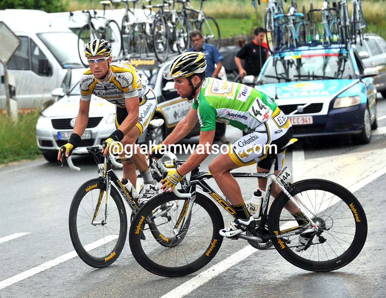 MARK CAVENDISH AND BERNHARD EISEL GO BACK TO HELP TONY MARTIN IN THE 2009 TOUR OF SWITZERLAND