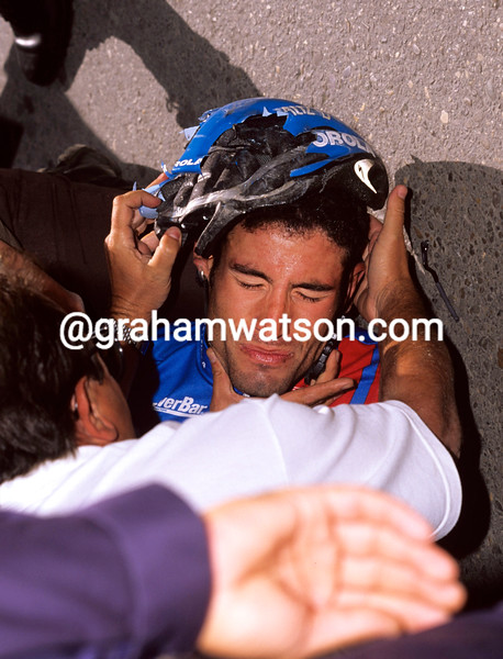 GEORGE HINCAPIE AFTER A CRASH IN THE 1996 TOUR OF SPAIN