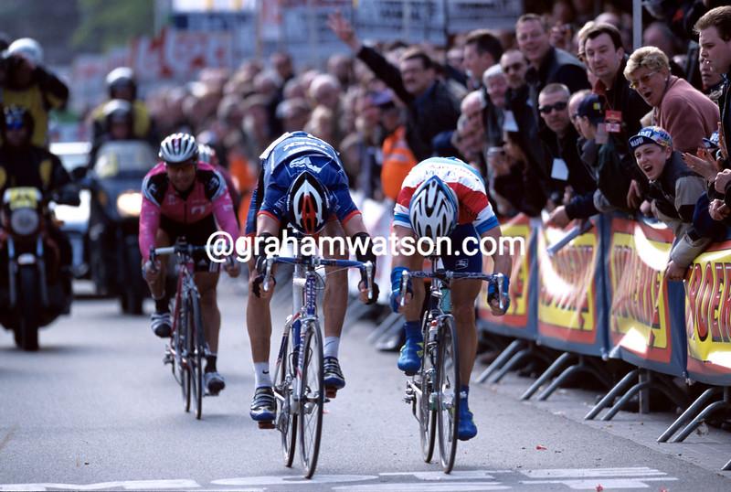 George Hincapie wins the 2001 Ghent-Wevelgem from Leon Van Bon