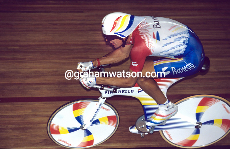 Miguel Indurain in the 1993 Hour Record attempt in Bordeaux