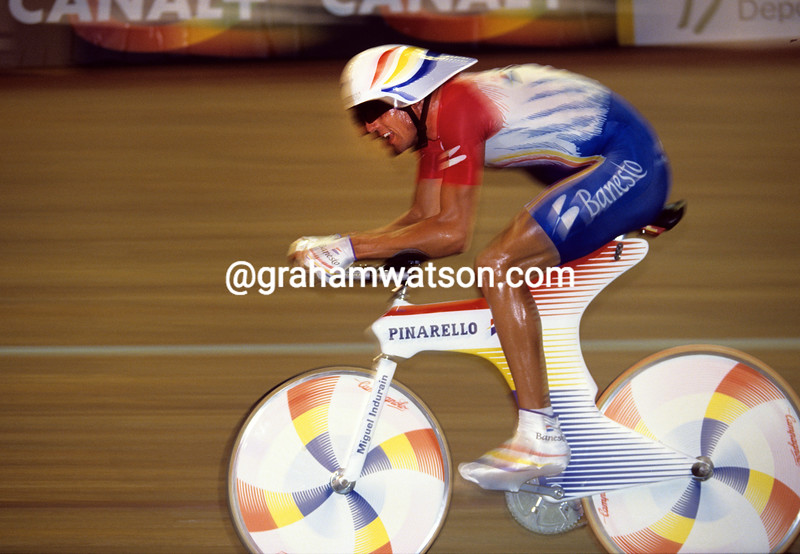 MIGUEL INDURAIN IN THE 1993 WORLD HOUR RECORD ATTEMPT IN BORDEAUX