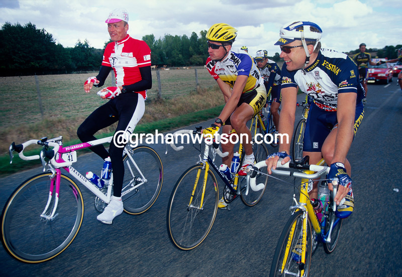 Bjarne Riis with Lars Michaelsen and Jesper Skibby in the 1996 Paris-Tours